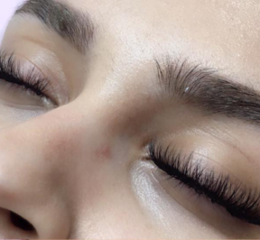 How to make your eyelash extension experience as relaxing as possible--Lash Naps