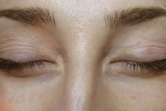 natural-looking-eyelash-extensions7