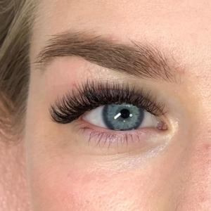 Volume Eyelash Extensions 28