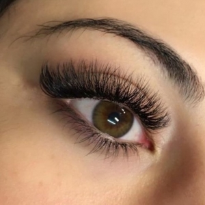 Volume Eyelash Extensions 47