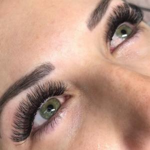 Volume Eyelash Extensions 52