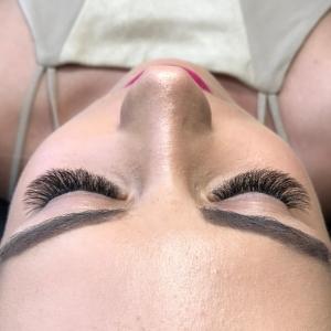 Volume Eyelash Extensions 6