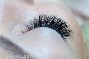 Medium Russian Volume Eyelash Extensions 4D at Lady Lash Newtown and Parramatta