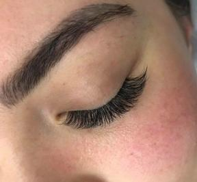 How to prepare for your first eyelash extensions